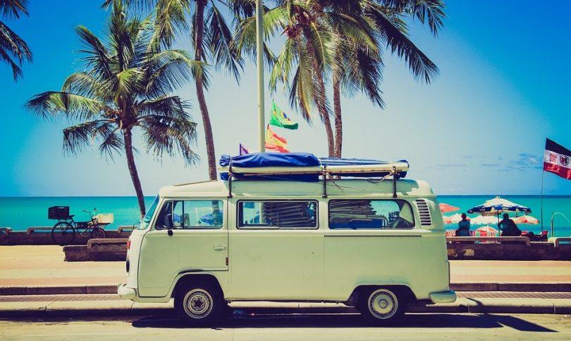 Camping car sur la route de la plage