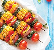 brochettes de viandes et légumes au camping